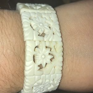 Jewelry - Boho floral bracelet stretch white bone like color